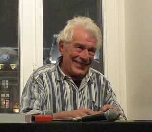 https://de.wikipedia.org/wiki/Datei:John_Berger-2009_(6).jpg