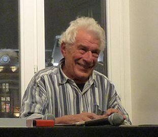 https://de.wikipedia.org/wiki/Datei:John_Berger-2009_(6).jpg